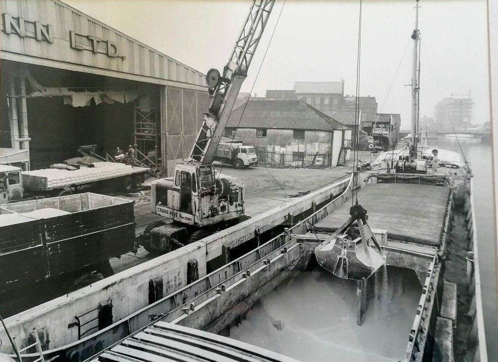 Nitrasol History - Ship Discharge Bunns Lane Great Yarmouth
